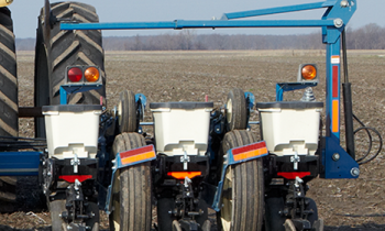 CroppedImage350210-kinze-rigidFrame-Planter-series.png